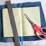 پارچه ای که می برید باید از هر چهار طرف 2.5 سانتیمتر بلندتر از دفترچه باشد