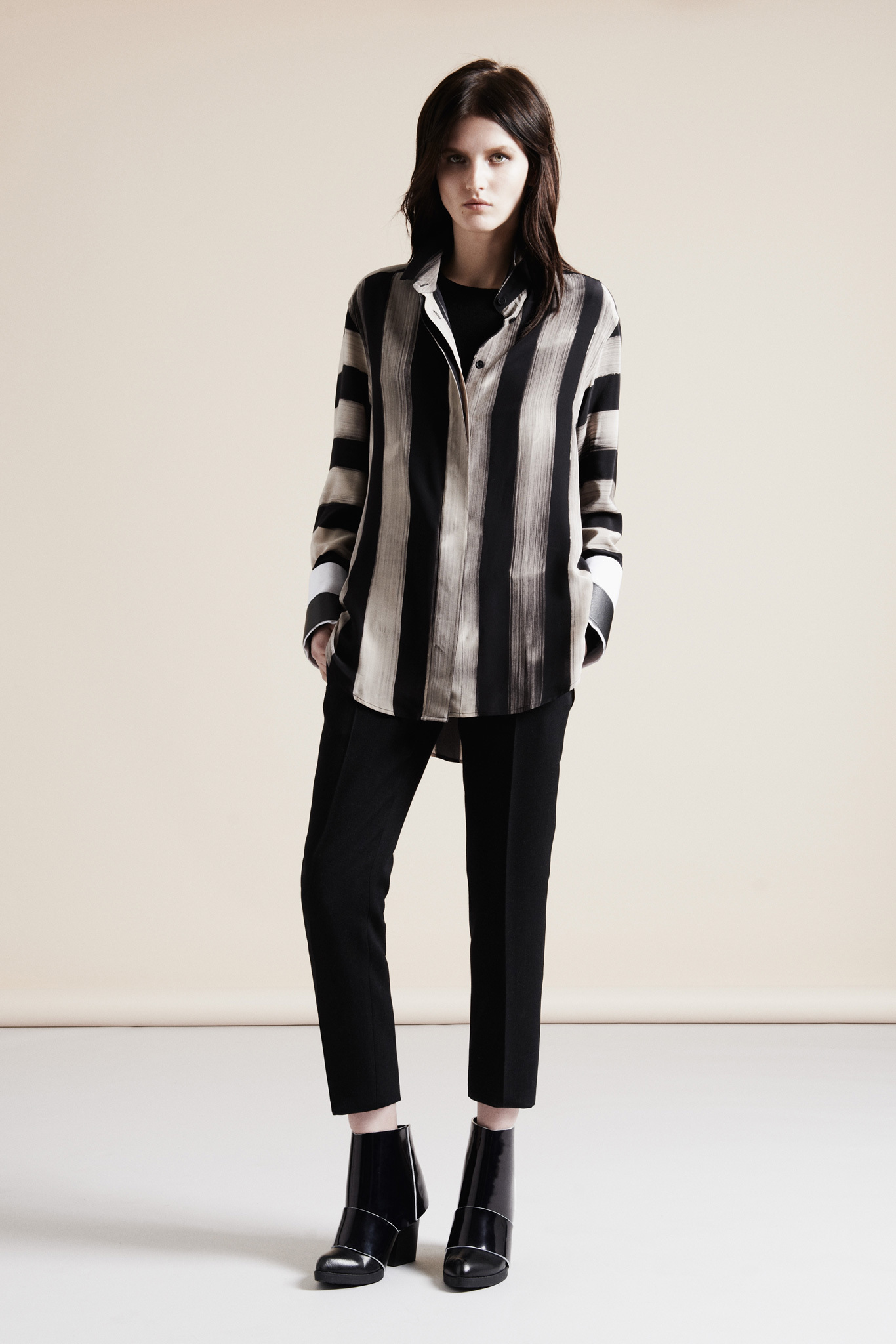 http://delbaraneh.com/wp-content/uploads/2016/10/Nicole-Farhi-Fall-Winter-2013-2014-Warm-Clothing-Women-1.jpg