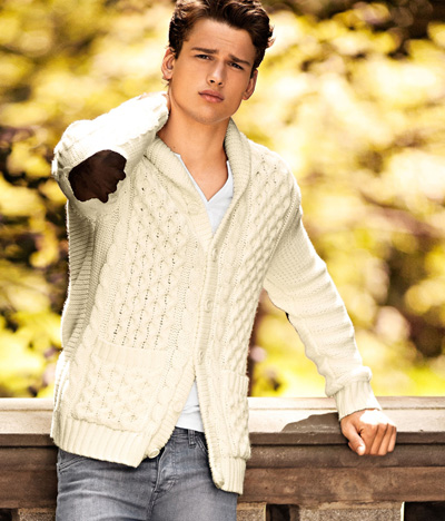 http://delbaraneh.com/wp-content/uploads/2016/10/Simon-Nessman-for-H-M-Autumn-Meets-Winter-male-models-27115306-400-468.jpg