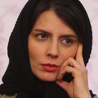 مدل عجیب و گشاد شلوار لیلا حاتمی در جشنواره فیلم فجر ۹۵