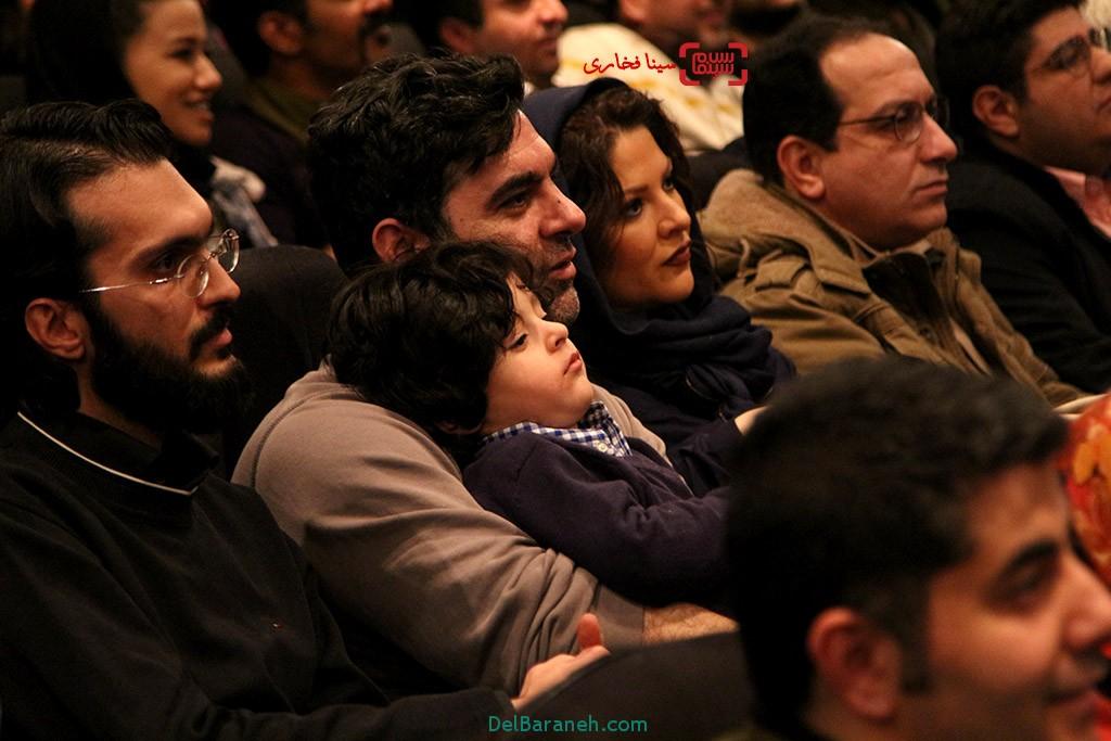 مصطفی کیایی درکنار همسر و فرزندش در اکران خصوصی فیلم «مبارک»