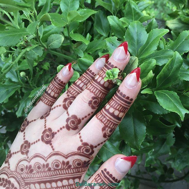 نقش حنا روی دست (۱)