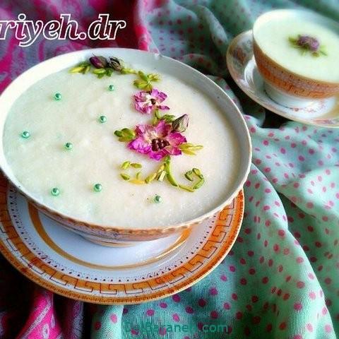 تزیین شیر برنج با گل محمدی و پسته