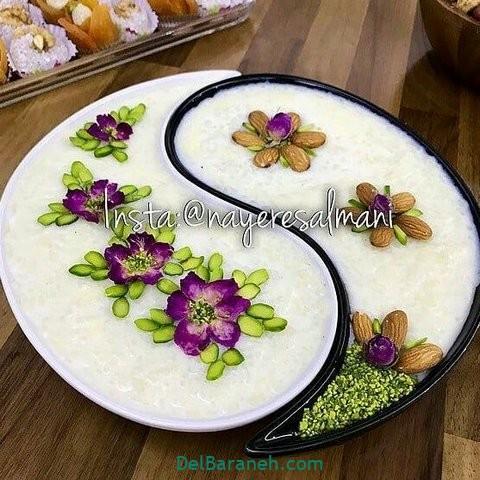 تزیین شیر برنج با بادام و پسته و گل محمدی
