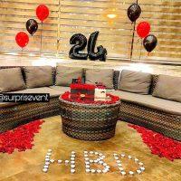 تزیین تولد عاشقانه | ۷۰ عکس میز تولد و تم تولد عاشقانه با شمع و گل برای همسر