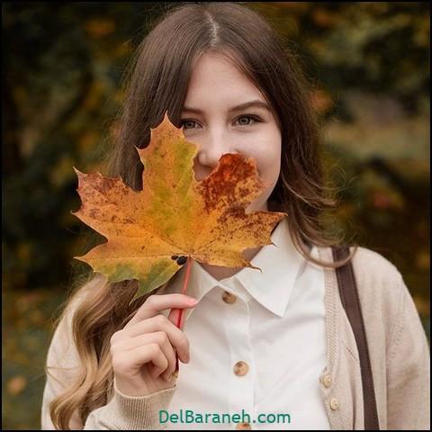 عکی دختر با برگ پاییزی برای پروفایل