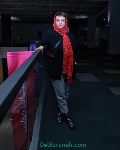 مدل مانتو ندا جبرائیلی در جشنواره فیلم فجر ۹۸